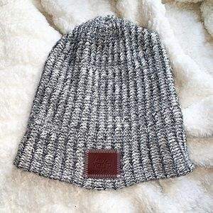 LOVE YOUR MELON GRAY AND WHITE KNITTED HAT 🎩 ❄️☁️